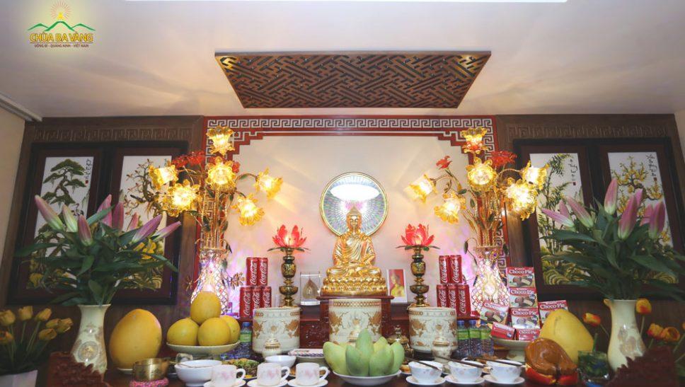 Bàn thờ cúng lễ gia tiên và thờ Phật ngày Tết