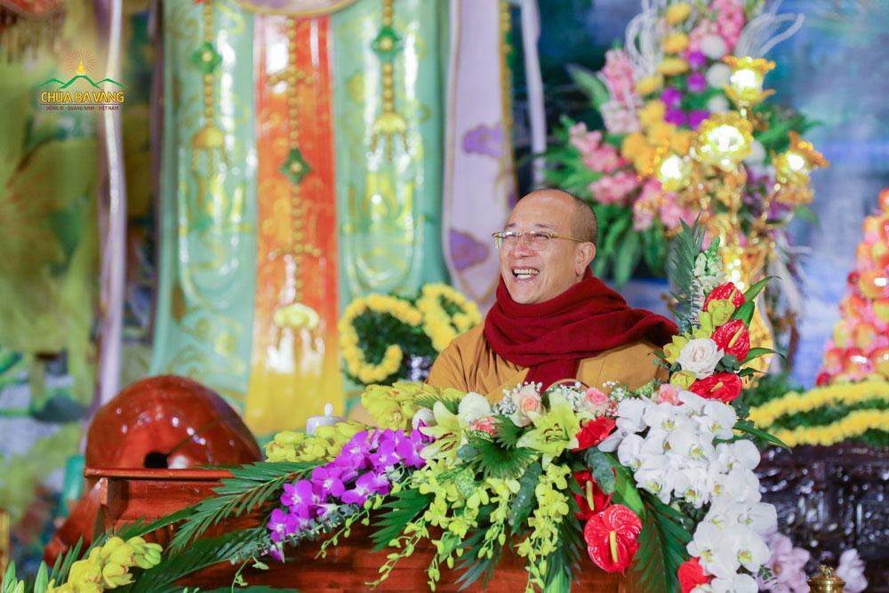 Sư Phụ đã chia sẻ cho đại chúng về bốn tầng thiền mà Đức Thế Tôn đã chứng đạt trong đêm thành Đạo