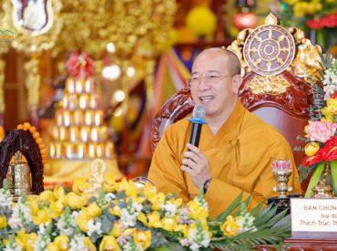 Sư Phụ Thích Trúc Thái Minh chia sẻ với giáo viên và học sinh bài học về chữ Hiếu