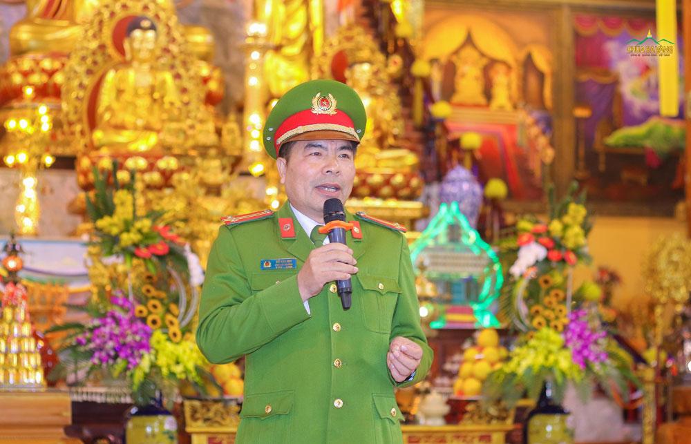 Trung tá Đỗ Văn Huy chia sẻ cho nhân dân và Phật tử hiểu rõ về hiện trạng các vụ cháy trong năm 2019