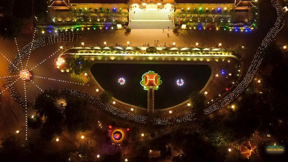 Hàng ngàn ngọn nến lung linh trong đêm mừng Phật thành đạo