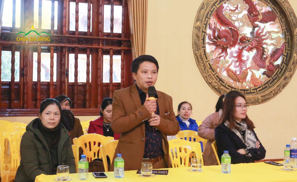 Đại diện thầy, cô giáo Trường THPT Lương Phú - tỉnh Thái Nguyên phát biểu trong buổi chia sẻ