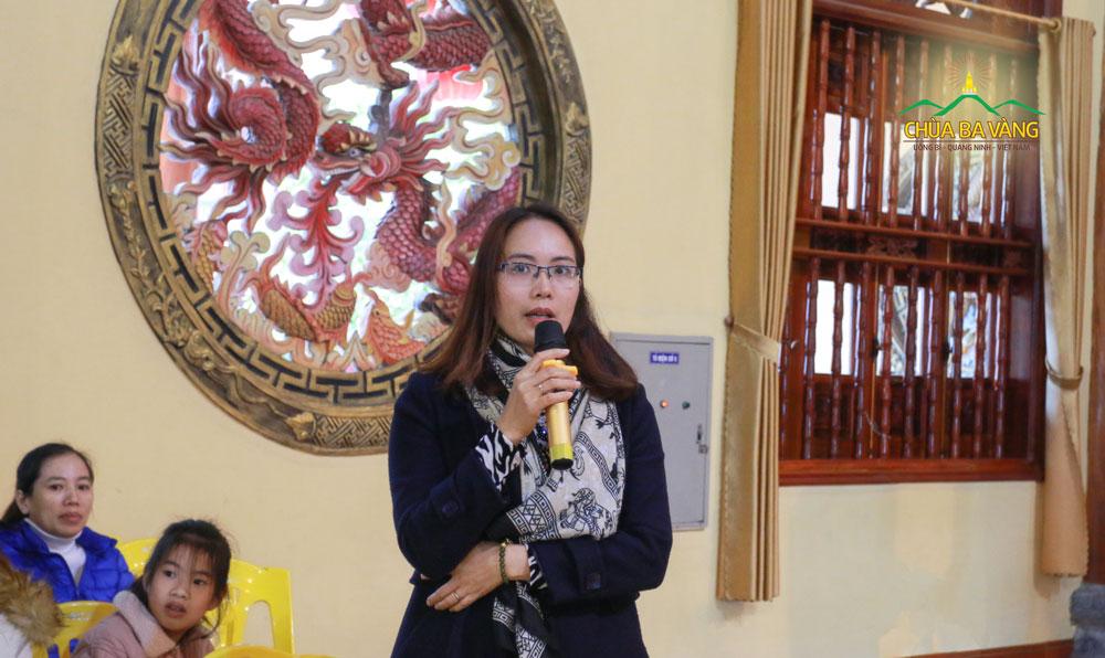 Đại diện thầy, cô giáo Trường THPT Chí Linh - tỉnh Hải Dương phát biểu trong buổi chia sẻ