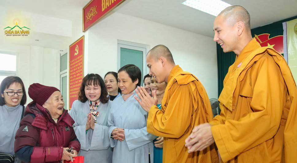 """Chùa Ba Vàng tổ chức chương trình trao quà từ thiện """"Xuân ấm áp, Tết yêu thương"""" tại Thái Bình"""