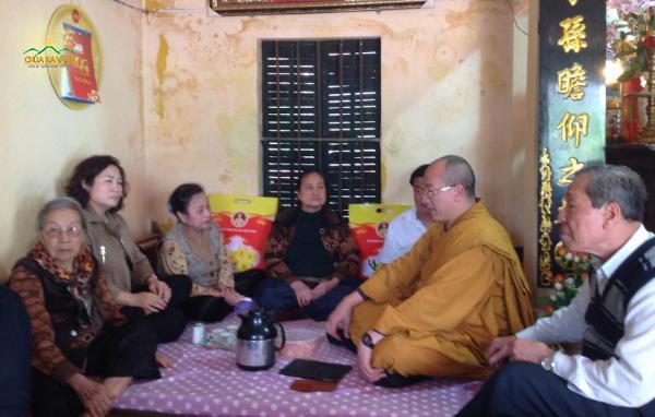 Sư Phụ Thích Trúc Thái Minh về thăm nhà và chúc tết hai cụ thân sinh của Sư Phụ