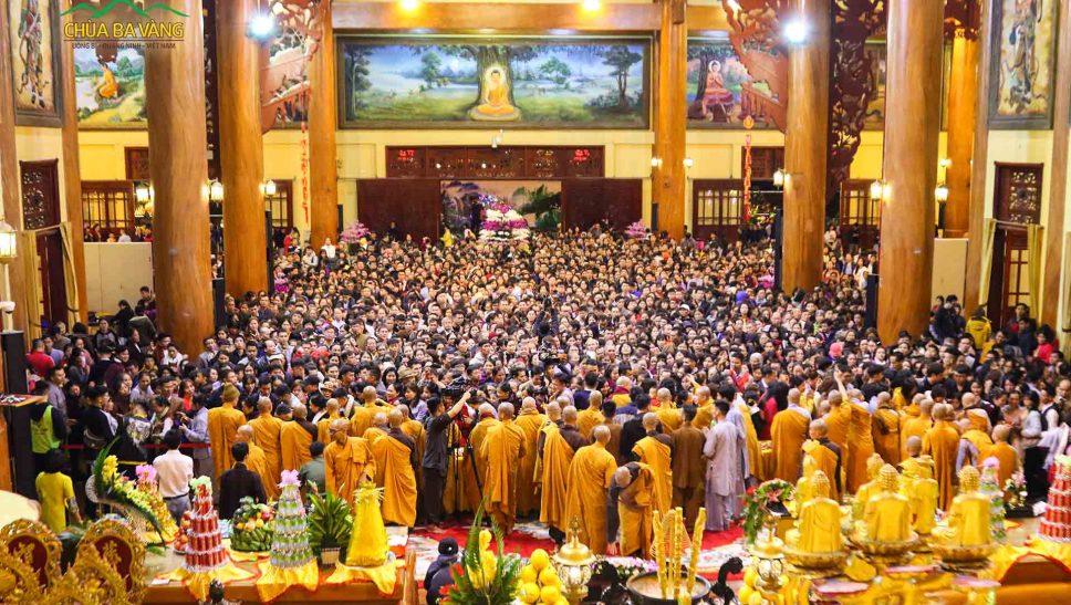 Đầm ấm, an vui - là những cung bậc cảm xúc trong chương trình Giao thừa tại chùa Ba Vàng