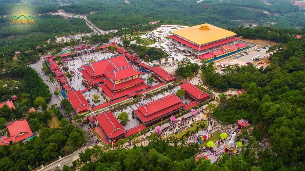 Toàn cảnh chùa Ba Vàng trong ngày mùng 4 Tết