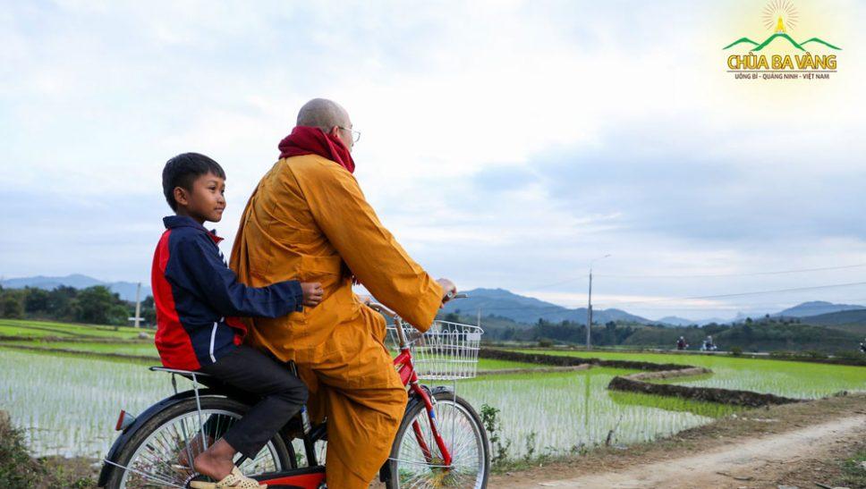 Sư Phụ Thích Trúc Thái Minh - Người ươm vườn trí tuệ cho thế hệ mầm non của đất nước