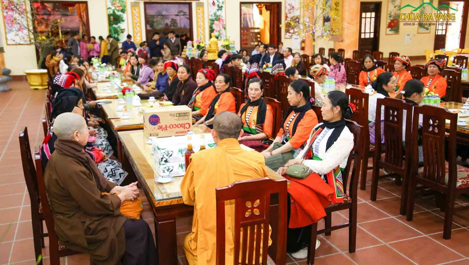 Đại đức Thích Trúc Bảo Kiên đã có buổi chia sẻ và chúc tết phái đoàn