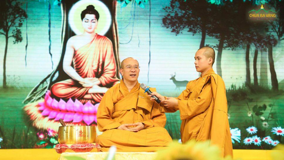 Sư Phụ Thích Trúc Thái Minh hướng dẫn các tư thế ngồi thiền