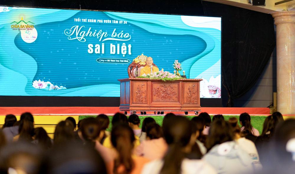 Sư Phụ Thích Trúc Thái Minh chia sẻ về câu chuyện ai cũng có 4 bà vợ nhưng chúng ta chỉ có một bà vợ chung thủy nhất trong Khóa tu tuổi trẻ một ngày