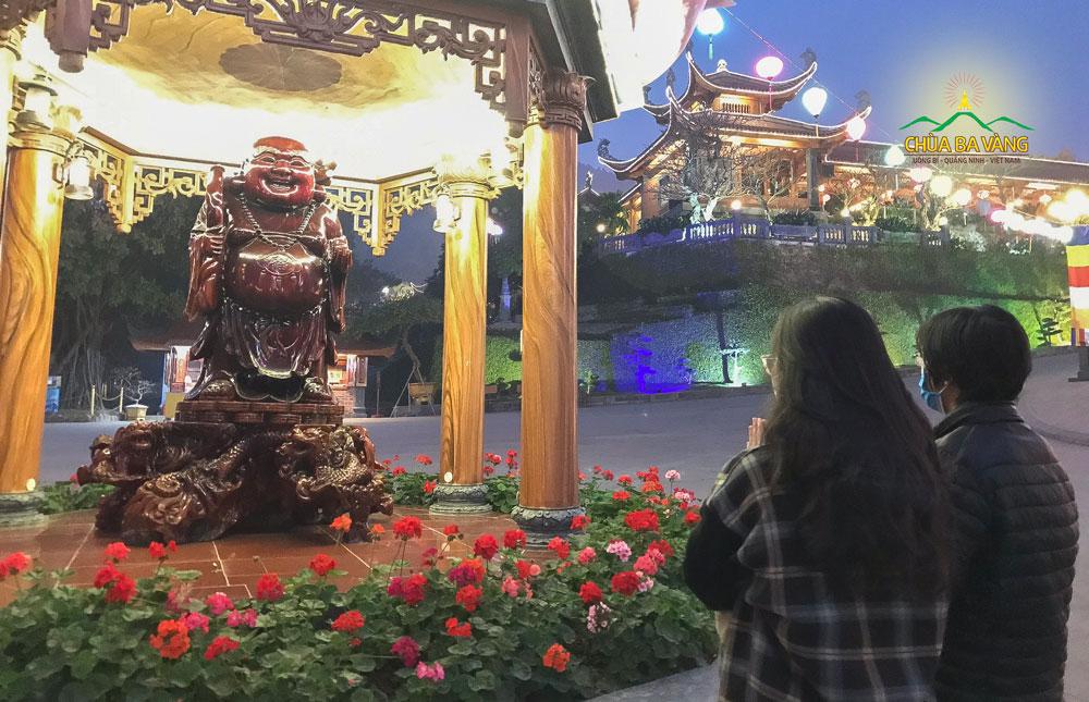Tượng Đức Phật Di Lặc được thờ tự tại chùa Ba Vàng