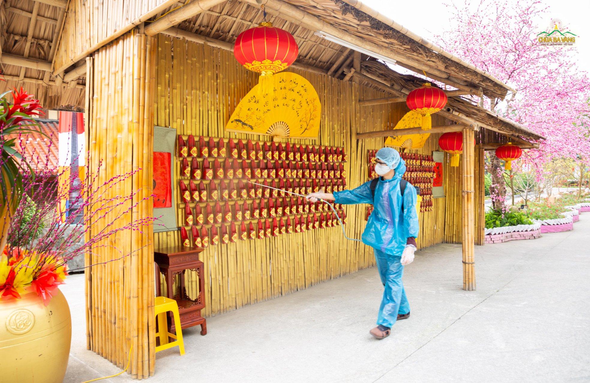 Và còn nhiều khu vực khác tại Chùa Ba Vàng Phật Tử cũng phun thuốc khử trùng dể phòng chống dịch bệnh viêm đường hô hấp cấp Covid-19 (nCoV)