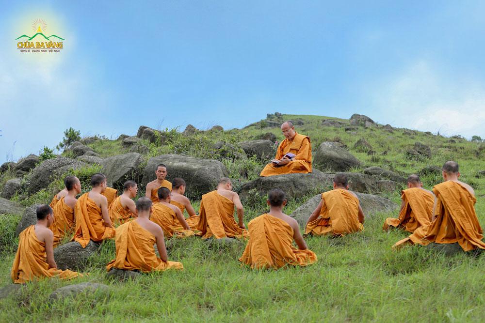 Chư Tăng chùa Ba Vàng tu tập trong rừng cầu vô thường Bồ Đề