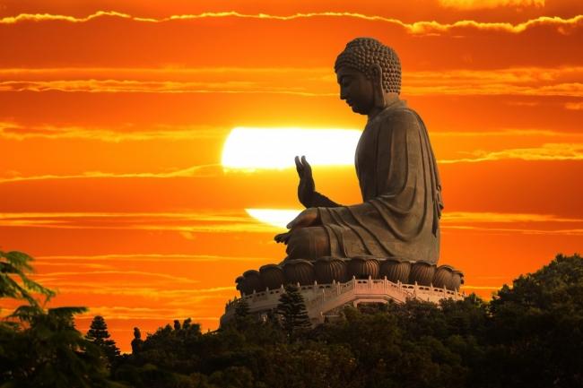 Chỉ có ánh sáng Phật Pháp mới là cứu cánh đưa chúng sinh ra khỏi nhà lửa luân hồi sinh tử