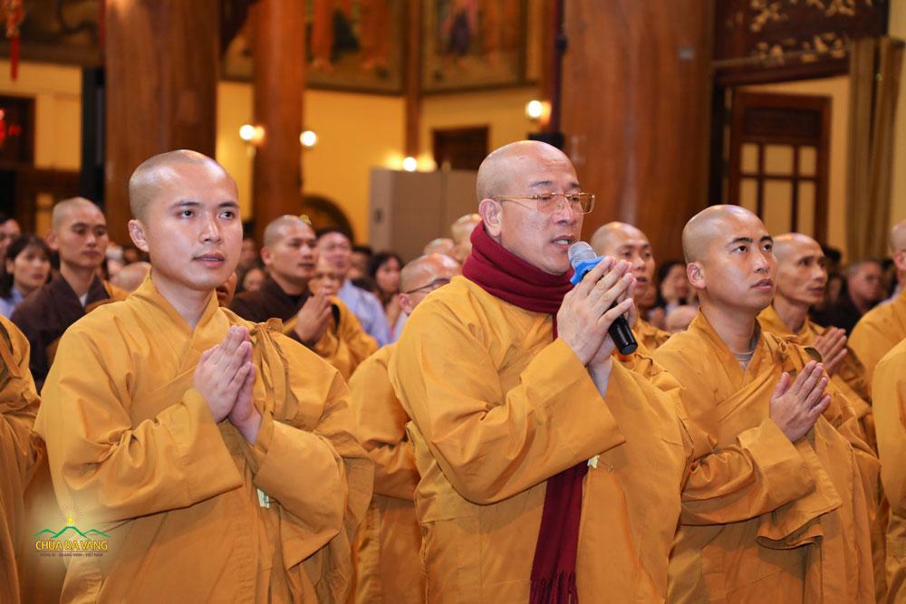 Sư Phụ Thích Trúc Thái Minh cùng chư Tăng Ni, Phật tử bạch Phật gia hộ và phát nguyện tu tập hồi hướng hóa giải nạn dịch bệnh covid-19 ngày 26/1/2020 (nhằm ngày 02/01/ Canh Tý)