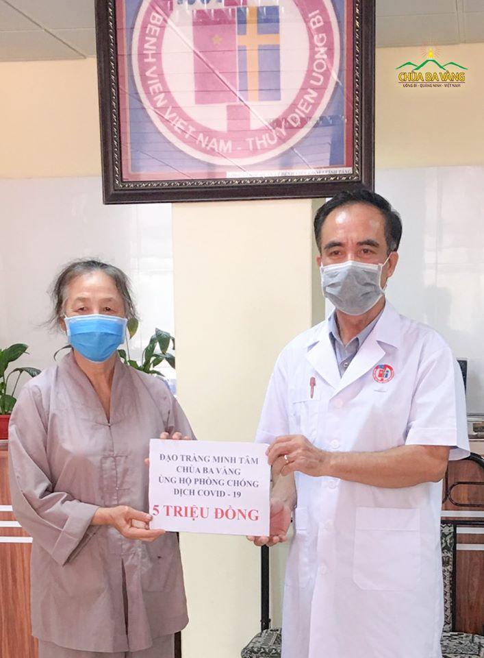 Phật tử đạo tràng Minh Tâm - Uông Bí trao tặng Bệnh viện Việt Nam - Thụy Điển số tiền 5.000.000 VNĐ ( Năm triệu đồng) chung tay đẩy lùi dịch Covid-19