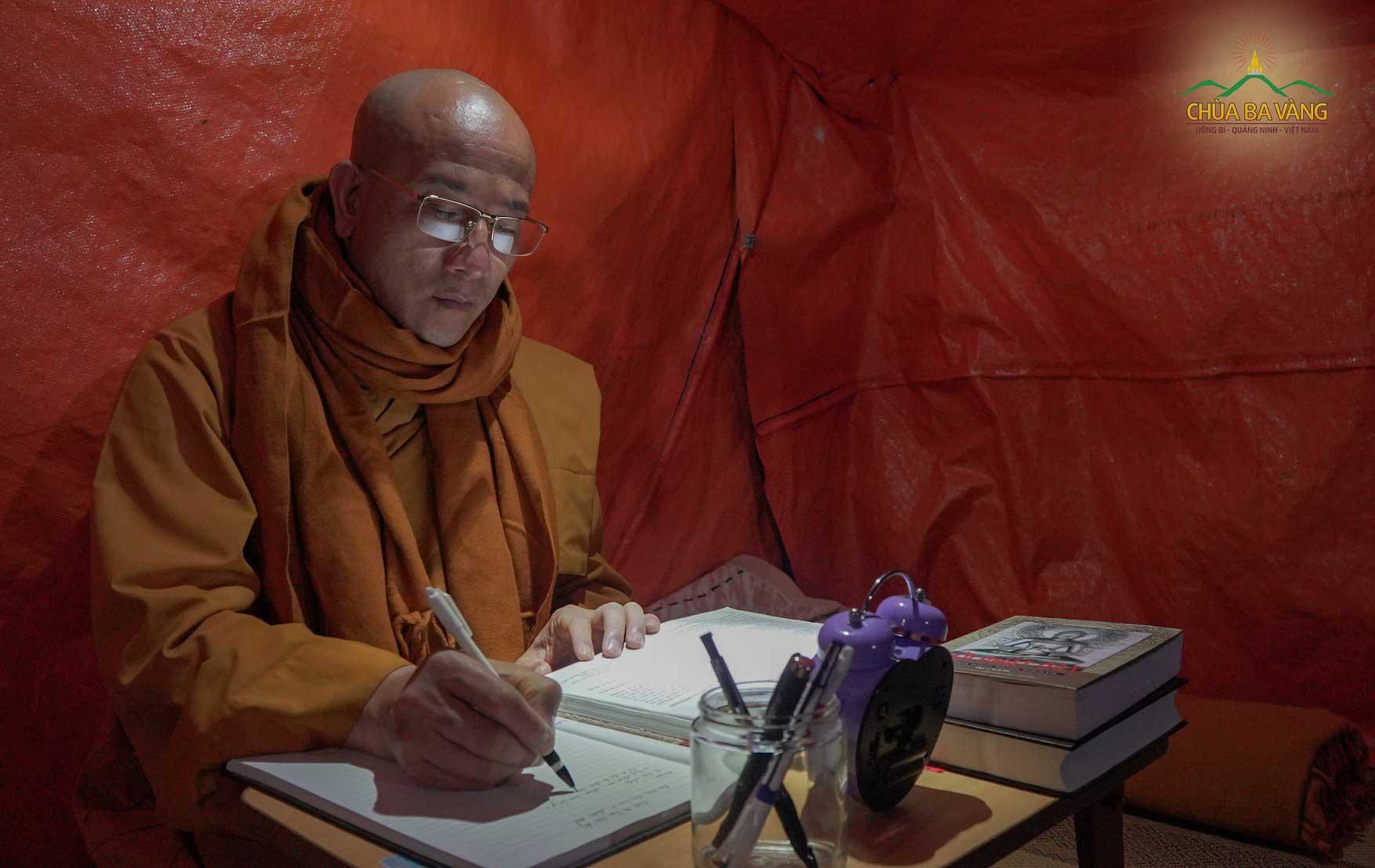 Thầy Thích Trúc Thái Minh - Trụ trì chùa Ba Vàng