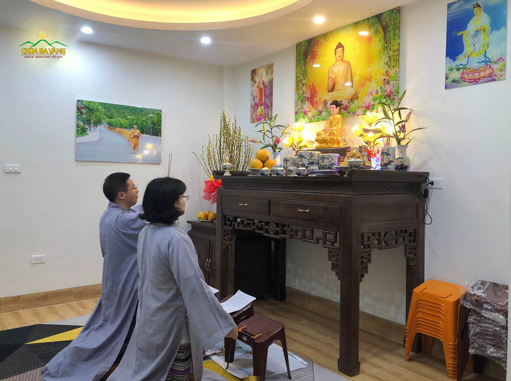 Phật tử tu tập nhà hồi hướng cầu nguyện nhằm hóa giải - tiêu trừ dịch bệnh Covid-19 và nạn hạn hán