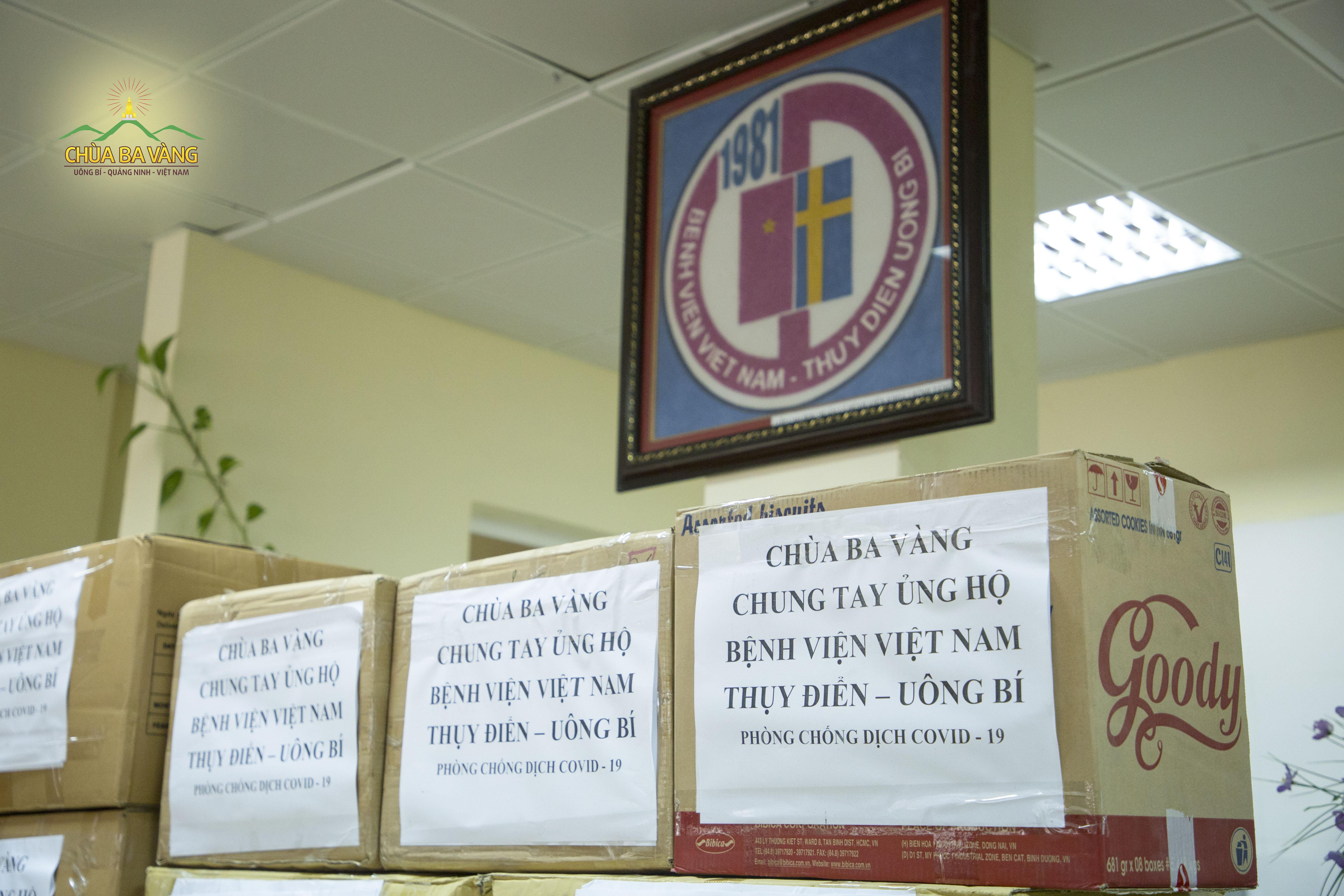 Những suất quà chùa Ba Vàng gửi tặng bệnh viện Việt Nam Thụy Điển