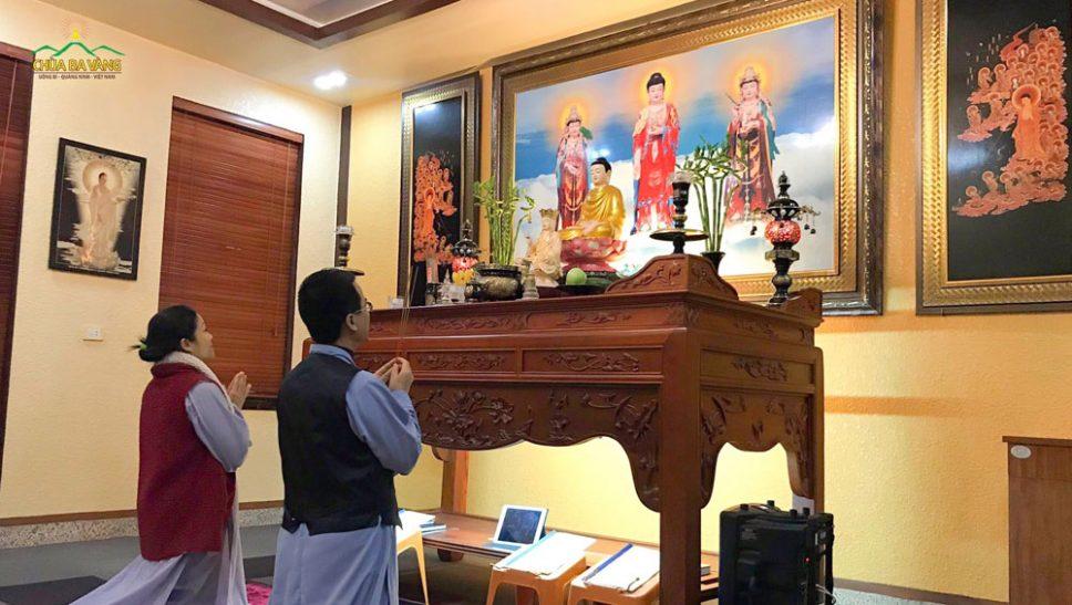 Phật tử chùa Ba Vàng tu tập Bát quan trai giới tại nhà hồi hướng cầu nguyện nhằm hóa giải, tiêu trừ dịch COVID-19 và nạn hạn hán