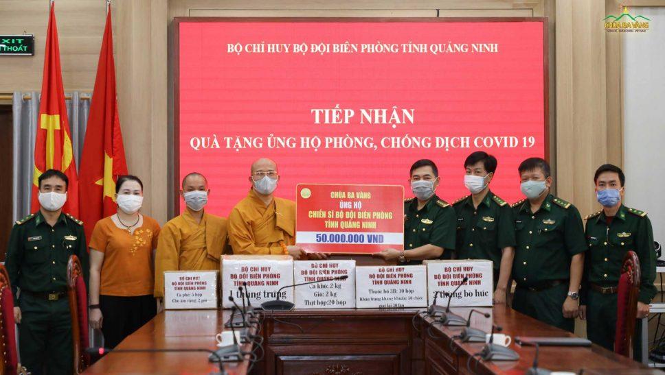 Sư Phụ Thích Trúc Thái Minh và đại diện chư Tăng, Phật tử chùa Ba Vàng đã trao tặng Bộ Chỉ huy Bộ đội Biên phòng tỉnh Quảng Ninh và trao tặng 50.000.000 VNĐ (Năm mươi triệu đồng) cùng các nhu yếu phẩm cần thiết