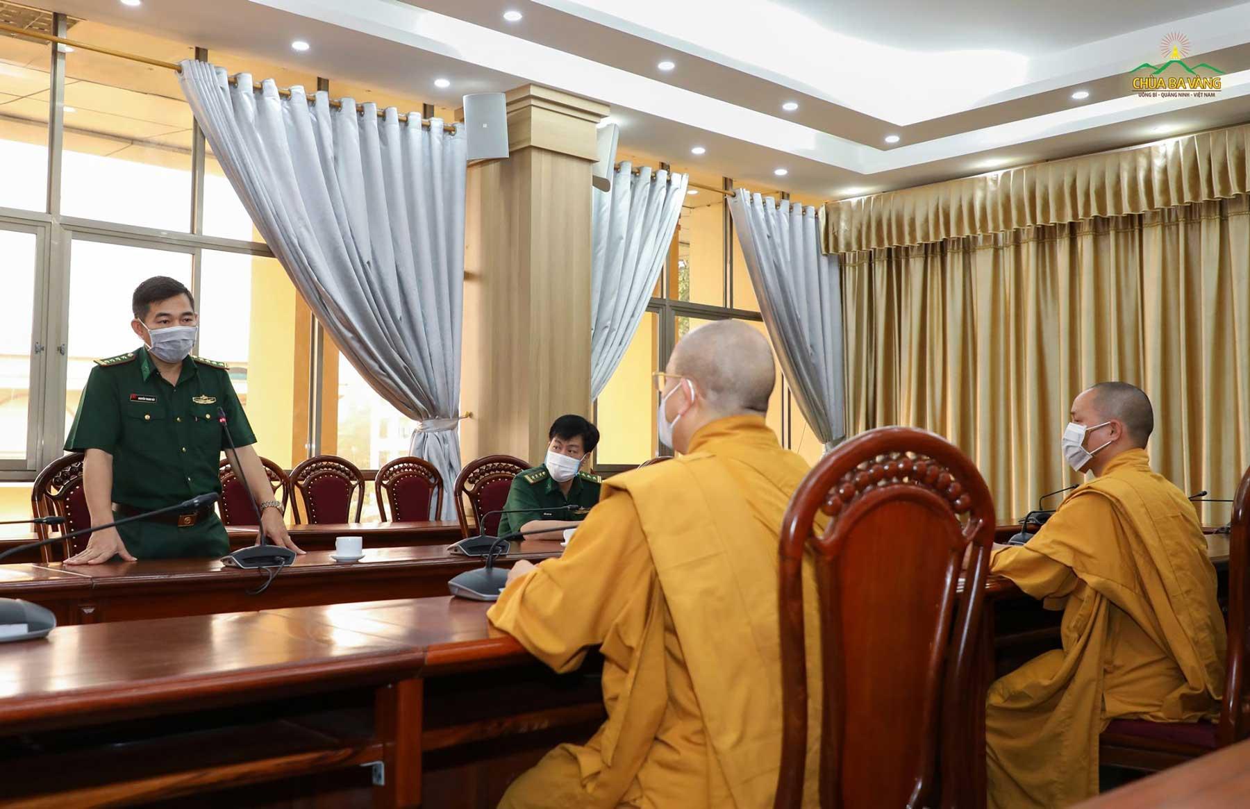 Thay mặt cho Đảng ủy Bộ Chỉ huy Bộ đội Biên phòng tỉnh Quảng Ninh, Đại tá Nguyễn Thanh Hải đã gửi lời cảm ơn sâu sắc nhất tới Sư Phụ Thích Trúc Thái Minh, chư Tăng Ni, Phật tử chùa Ba Vàng vì đã dành nhiều tình cảm và quan tâm đặc biệt tới các các bộ chiến sĩ trong lúc khó khăn, chiến đấu với dịch bệnh