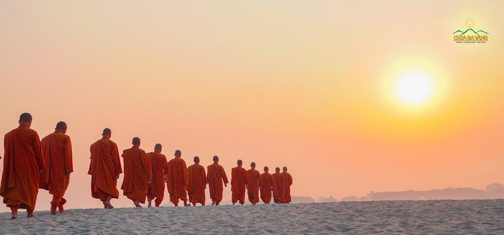 Xuất gia - Tu học theo chính Pháp của Phật là con đường đưa chúng ta tới hạnh phúc tối hậu