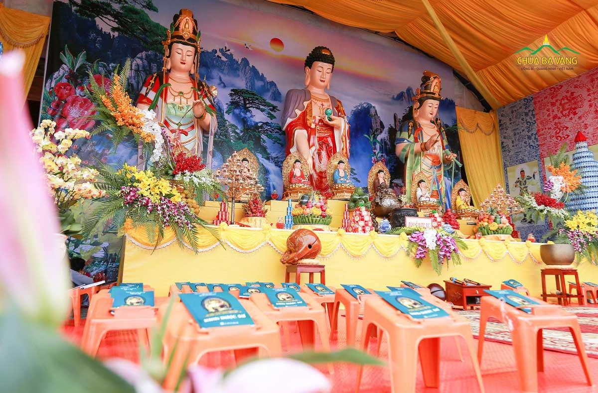Đàn lễ tụng kinh Dược Sư tại chùa Ba Vàng