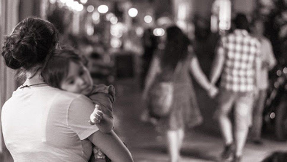 Gia đình tan vỡ, con cái bị ly tán đó chính là hậu quả của việc ngoại tình