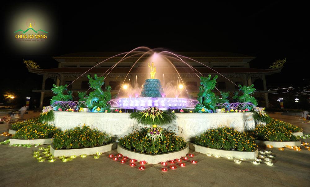 Đêm hoa đăng kính mừng Đức Phật đản sinh tại chùa Ba Vàng