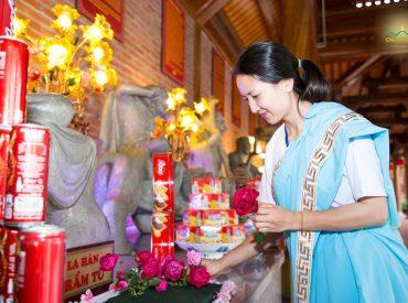 Thân tướng sáng ngời, dung mạo đoan chính, đẹp đẽ chính là phước báu từ việc cúng dường hoa lên chư Phật