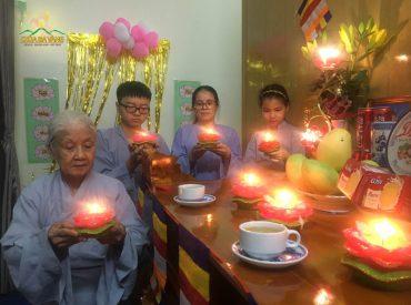 Phật tử chùa Ba Vàng đồng lòng hướng về chùa Ba Vàng tham dự đêm hoa đăng kính mừng Phật đản