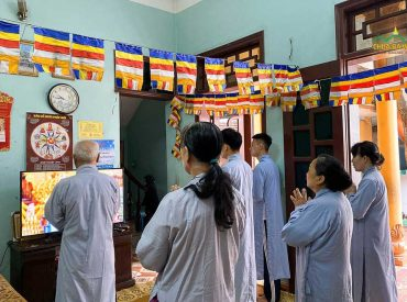 Hướng về lễ Phật đản chùa Ba Vàng 2020 - Phật tử tinh tấn tu tập tại nhà