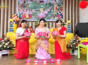 Các Phật tử cử hành nghi lễ dâng hoa đăng, tri ân đức Phật trong ngày lễ Phật đản