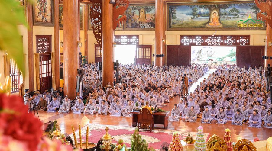 Lễ quy y Tam Bảo và truyền ngũ giới trong khóa tu Bát quan trai giới - ngày mùng 8 hàng tháng tại chùa Ba Vàng