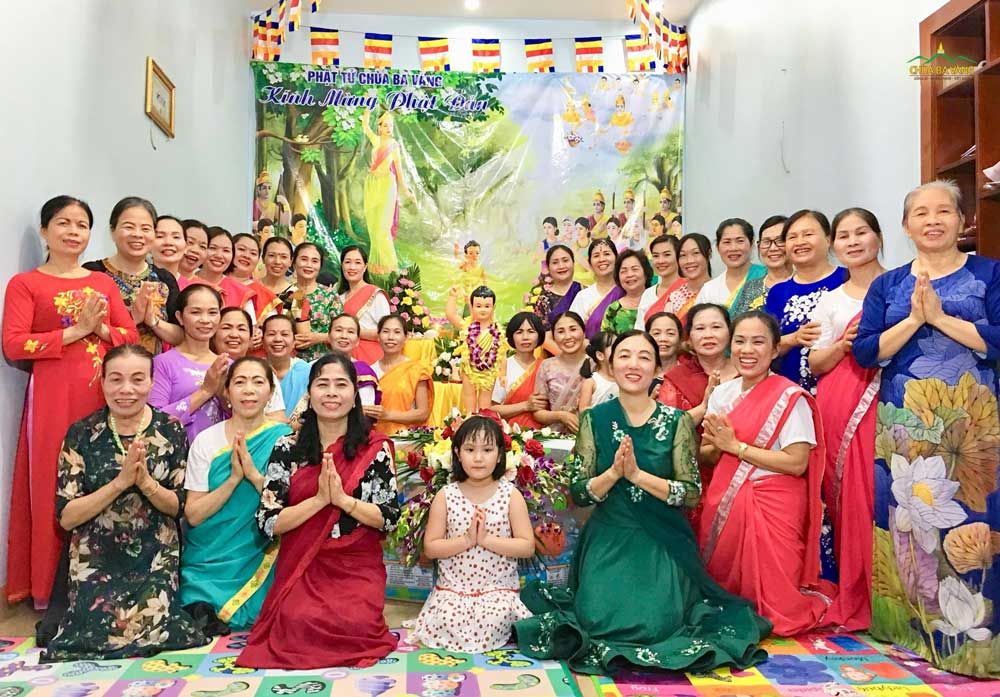 Phật tử chùa Ba Vàng ai nấy đều cảm thấy hạnh phúc khi được cùng nhau đón Tết Phật đản 2020 tại nhà