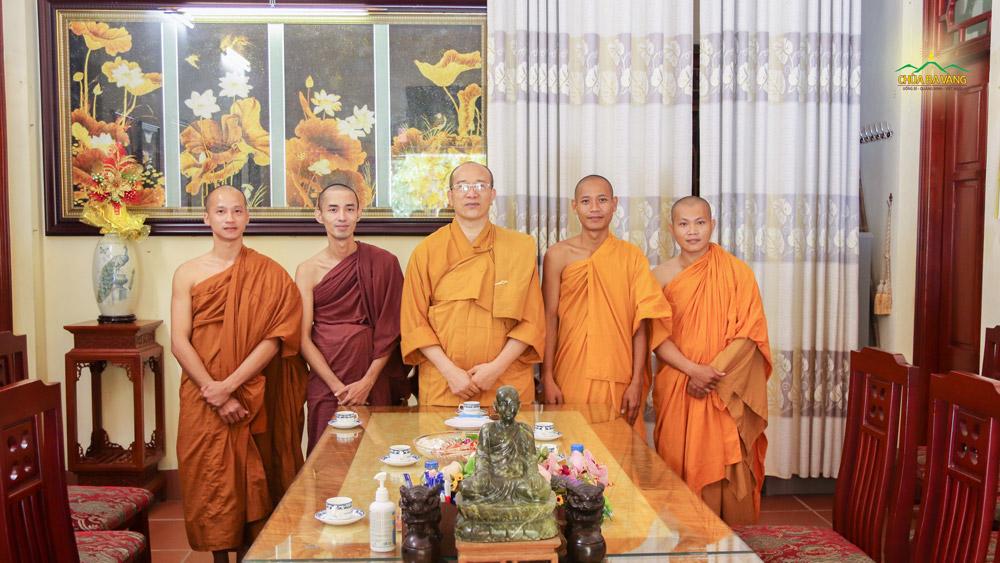 Chư Tăng tịnh xá Kỳ Viên - Vĩnh Long lần đầu về thăm chùa Ba Vàng trong niềm hoan hỷ, hạnh phúc