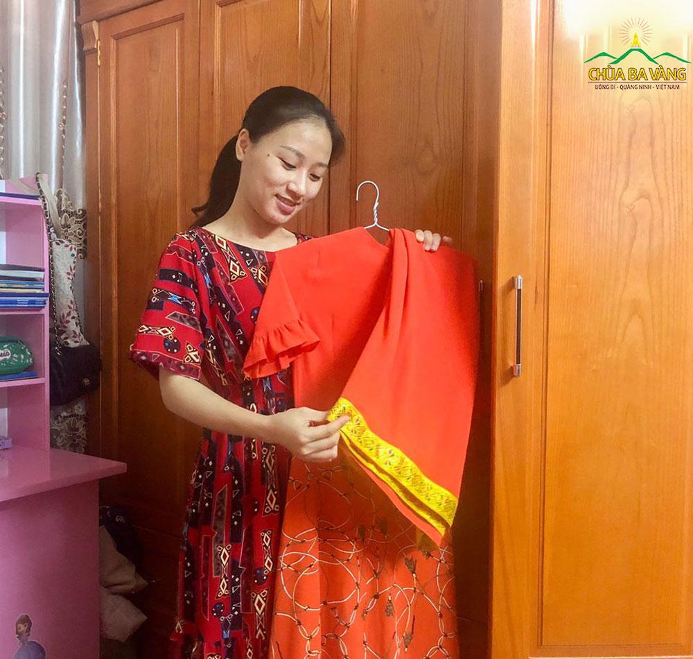 Phật tử chuẩn bị cho mình trang phục đặc trưng của người dân Ấn Độ