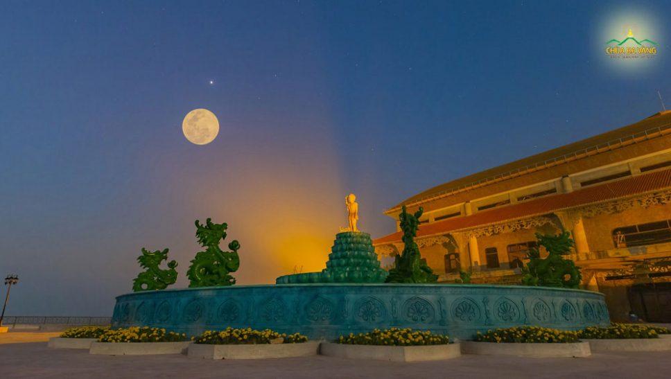 Những sự kiện đặc biệt khi Đức Phật đản sanh