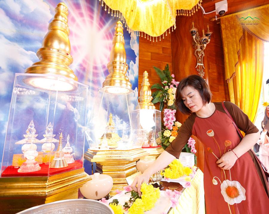 Bà Vi Thị Thảo - nhân viên phòng Hành chính nhân sự Công ty Cổ phần Khách sạn Hồng Vận