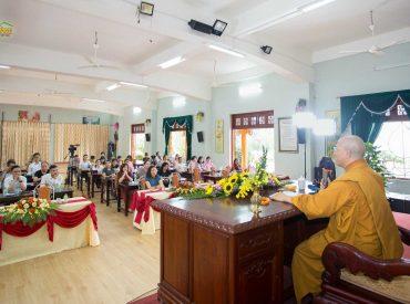Sư Phụ Thích Trúc Thái Minh trong buổi chia sẻ với các thành viên Công ty Cổ phần Khách sạn Hồng Vận tại Tp.Móng Cái - tỉnh Quảng Ninh