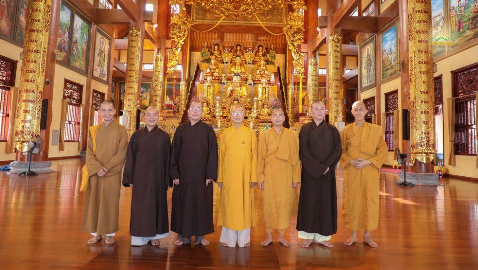 Hòa thượng Thích Tánh Nhiếp - Ủy viên thường trực HĐTS GHPGVN cùng phái đoàn Phật giáo Quảng Bình quang lâm thăm chùa Ba Vàng