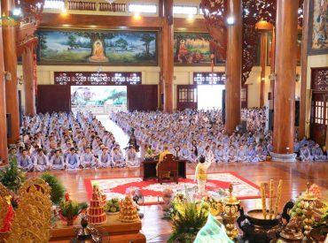 Buổi tu học Bát Quan Trai cuối tuần của hàng ngàn Phật tử chùa Ba Vàng