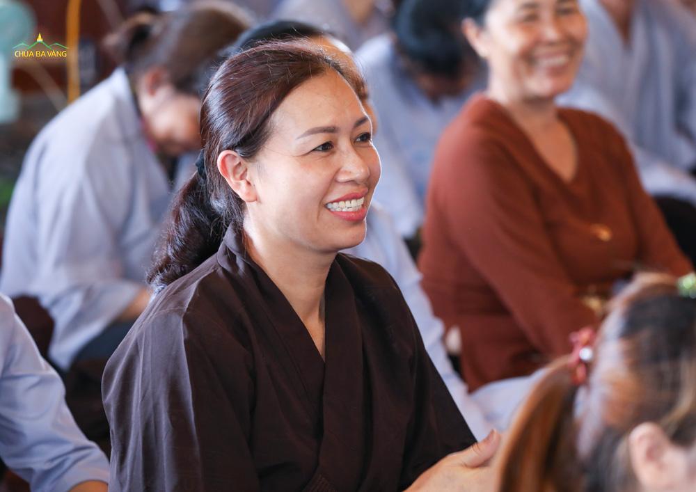Phật tử hoan hỷ khi được nghe giảng về ý nghĩa của việc giữ giới