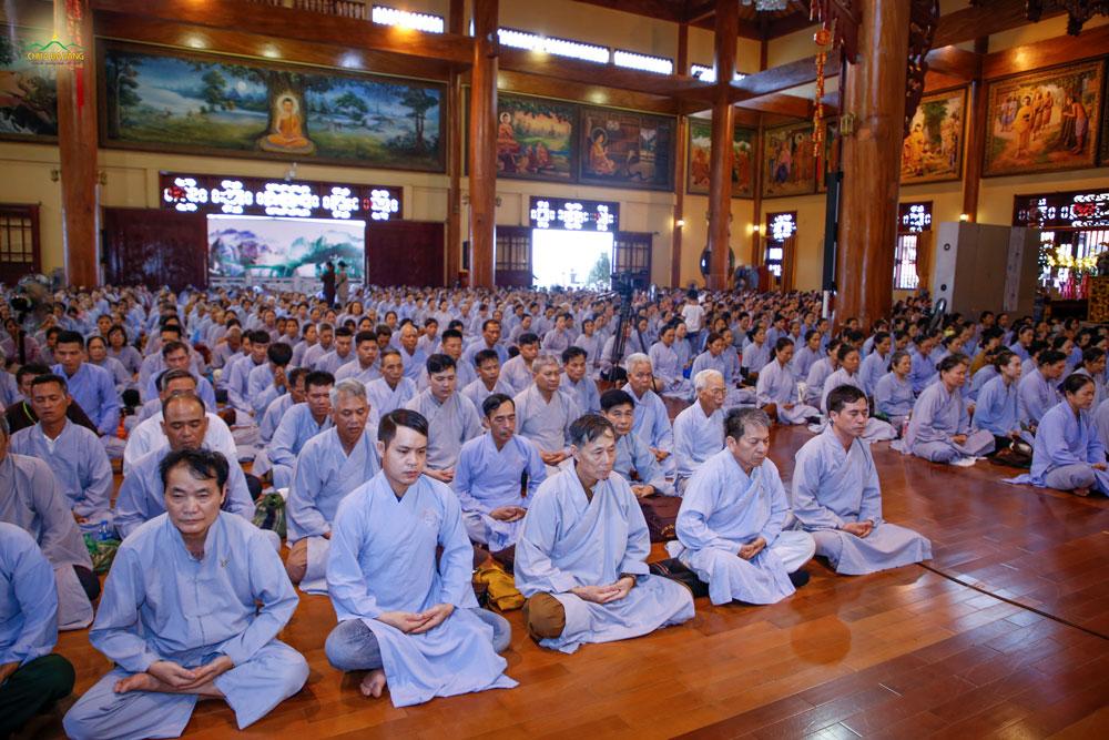 Các Phật tử thực tập đối diện nội tâm để phát hiện ra những tâm niệm bất thiện, từ đó rút ra bài học cho chính mình