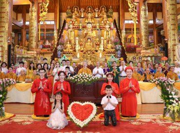Lễ hằng thuận ấn tượng của 2 Phật tử trẻ tại chùa Ba Vàng