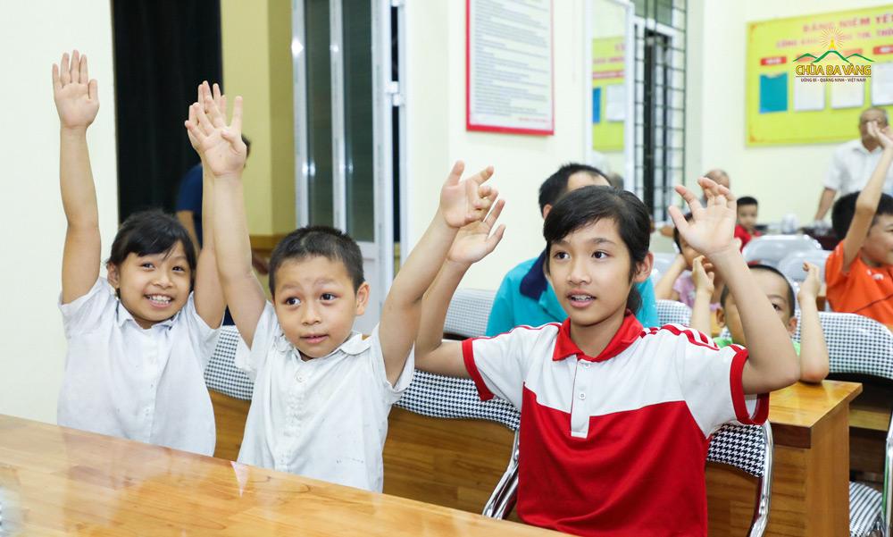 Các bé tại khu 5A hào hứng với những màn nhảy tập thể sôi động