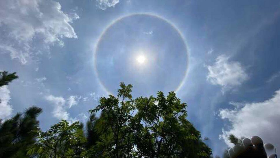 Xuất hiện vầng hào quang bao quanh mặt trời chùa Ba Vàng