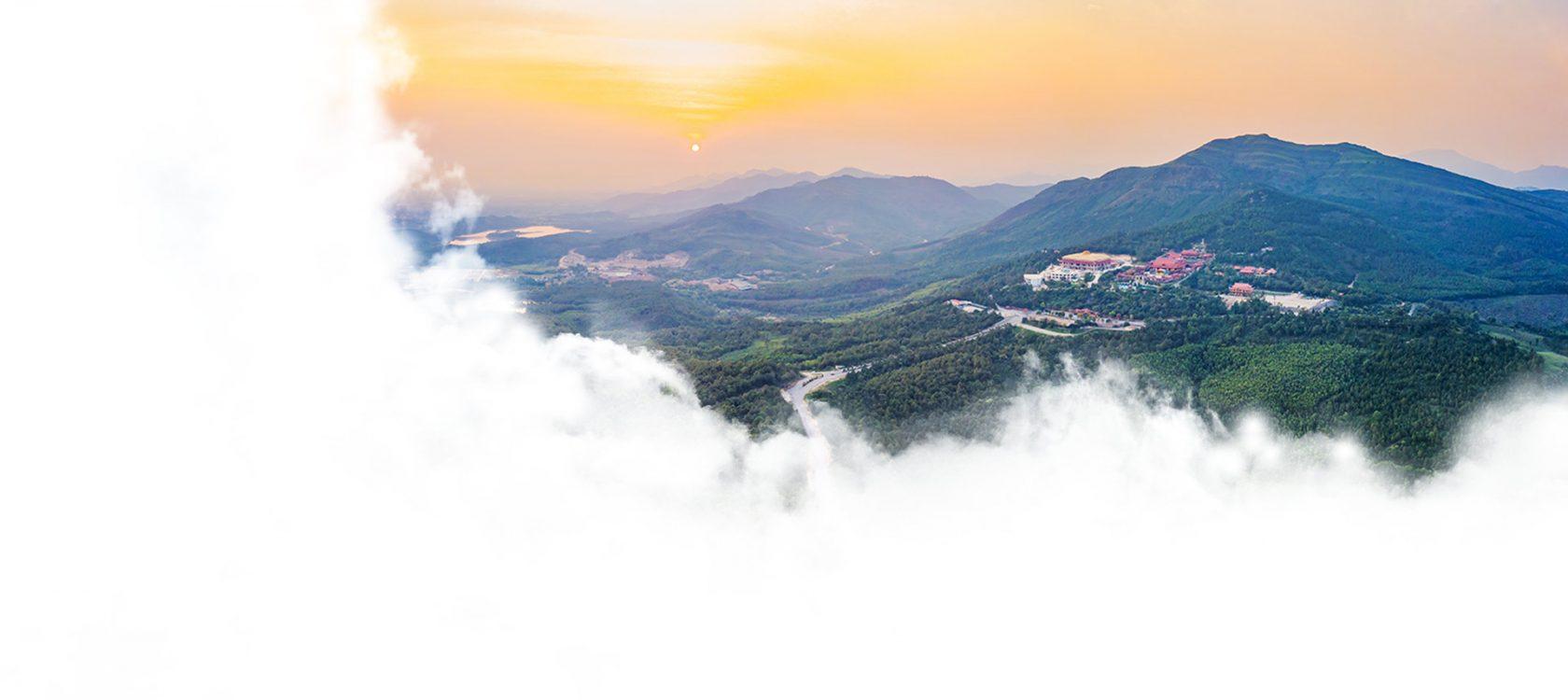 Cùng ngắm chùa Ba Vàng bình yên trong ráng chiều hoàng hôn nơi núi rừng Thành Đẳng